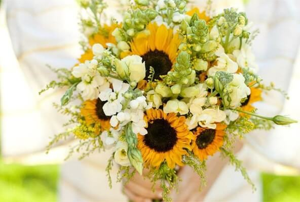 Sunflowers combined with white flowers