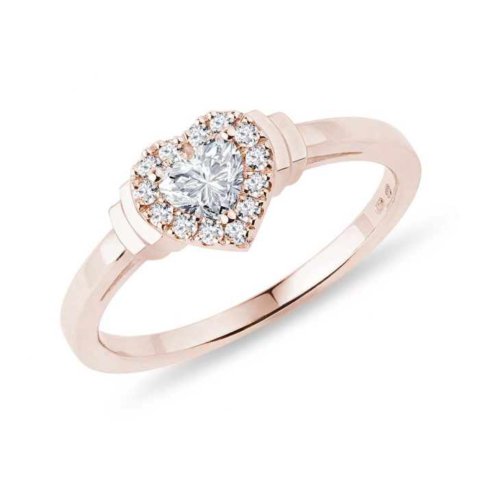 Engagement ring with diamond hearth