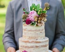 10 unusual wedding cakes with the smell of wood