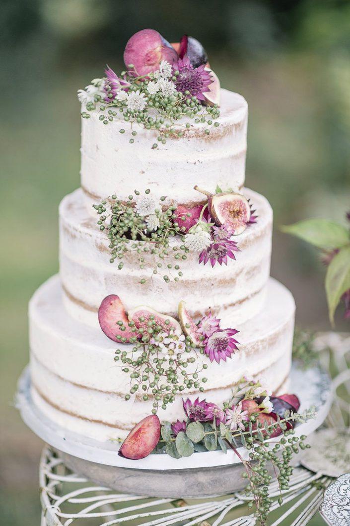 Pair naked wedding cake