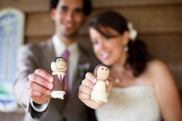 Wooden dolls on wedding cake