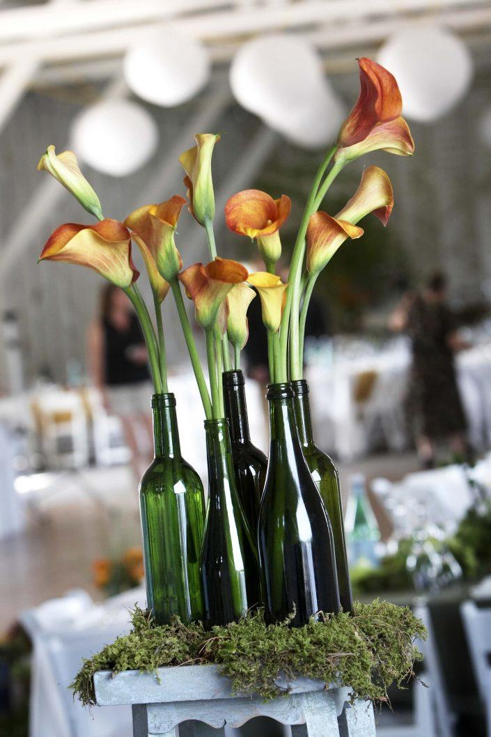 orange-brown calla lilies at the wedding